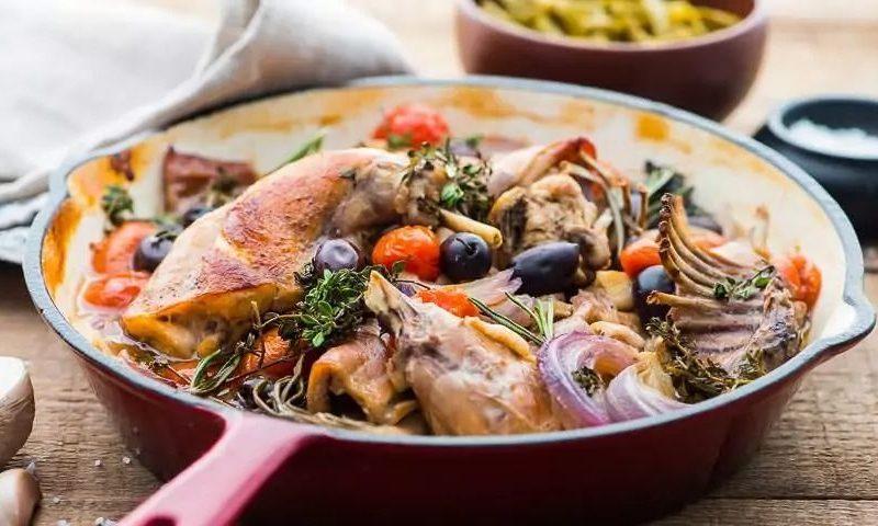Рецепт с фото: Кролик со спаржей в красном вине. Сочный кролик с овощами.