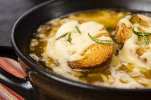 Рецепт с фото: Луковый суп с крутонами. Рецепт лукового супа.