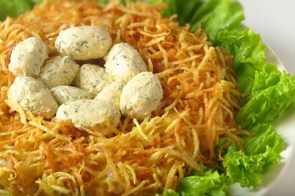 Рецепт с фото: Салат гнездо глухаря. Салат в форме гнезда