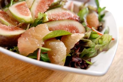 Рецепт с фото: Салат с грейпфрутом и инжиром