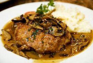 Рецепт: Утка, запеченная с грибами и картофелем
