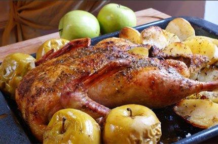 Рецепт: Утка, фаршированная яблоками. Как приготовить утку.